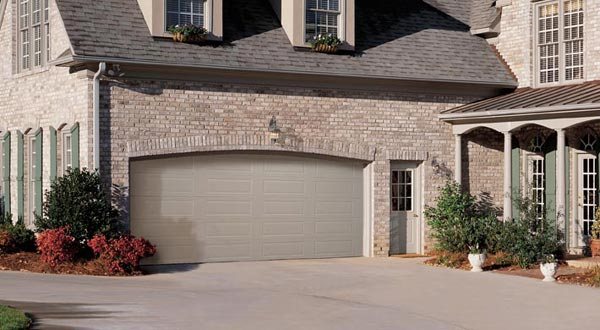 Prestige And Delcraft 200 Collection Residential Garage Doors | MO, KS, IA  | Delden